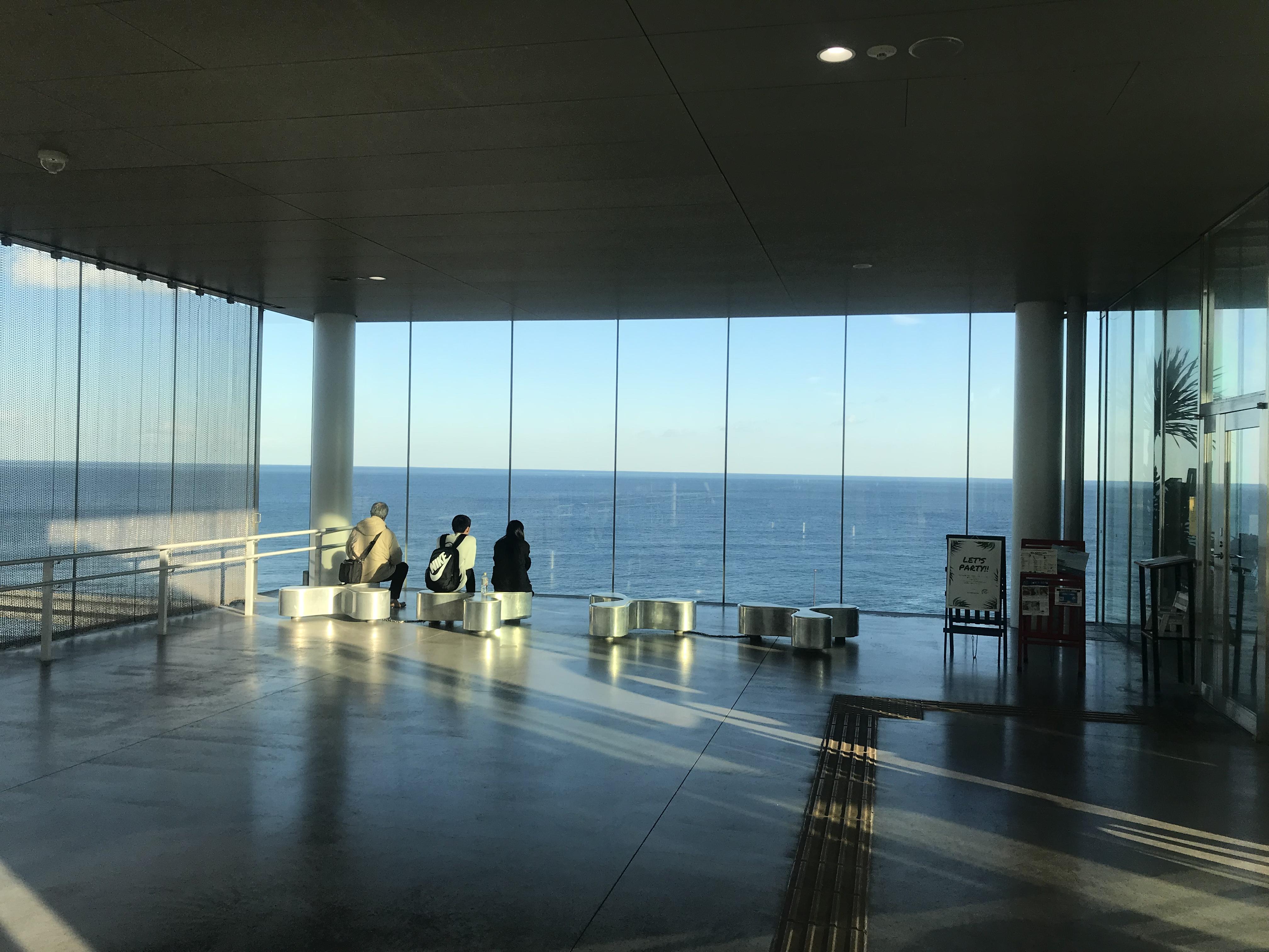 海の見えるJR日立駅