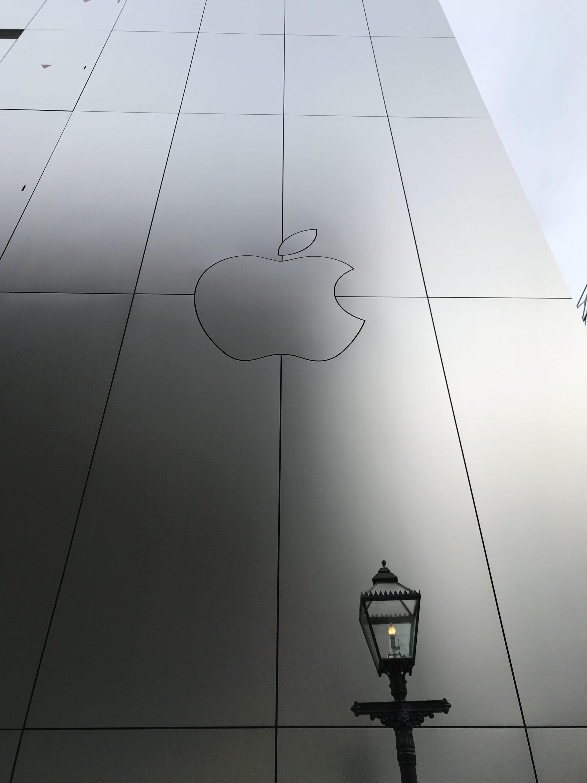 ボーリン・シウィンスキー・ジャクソン+KAJIMA DESIGN「Apple Store GINZA」海外建築設計事務所とゼネコン設計部による MacBookのような筐体建築