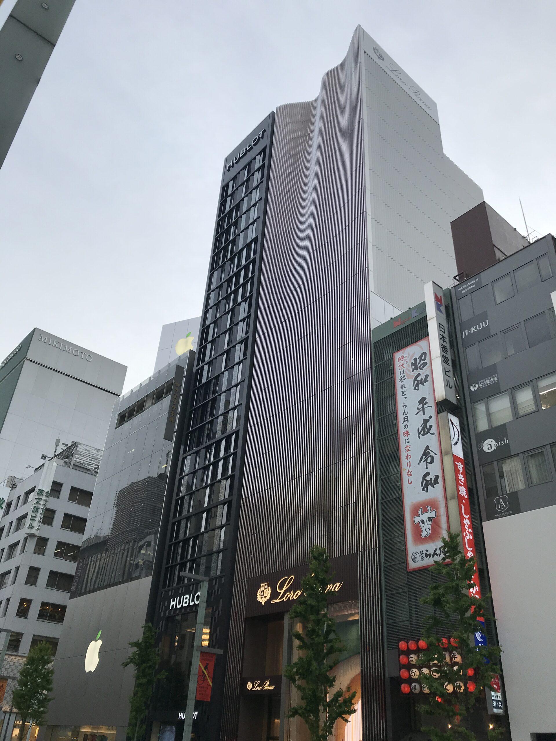 青木淳設計「Loro Piana GINZA(ロロピアーナ銀座店)」カシミア素材のようなカーテンファサード