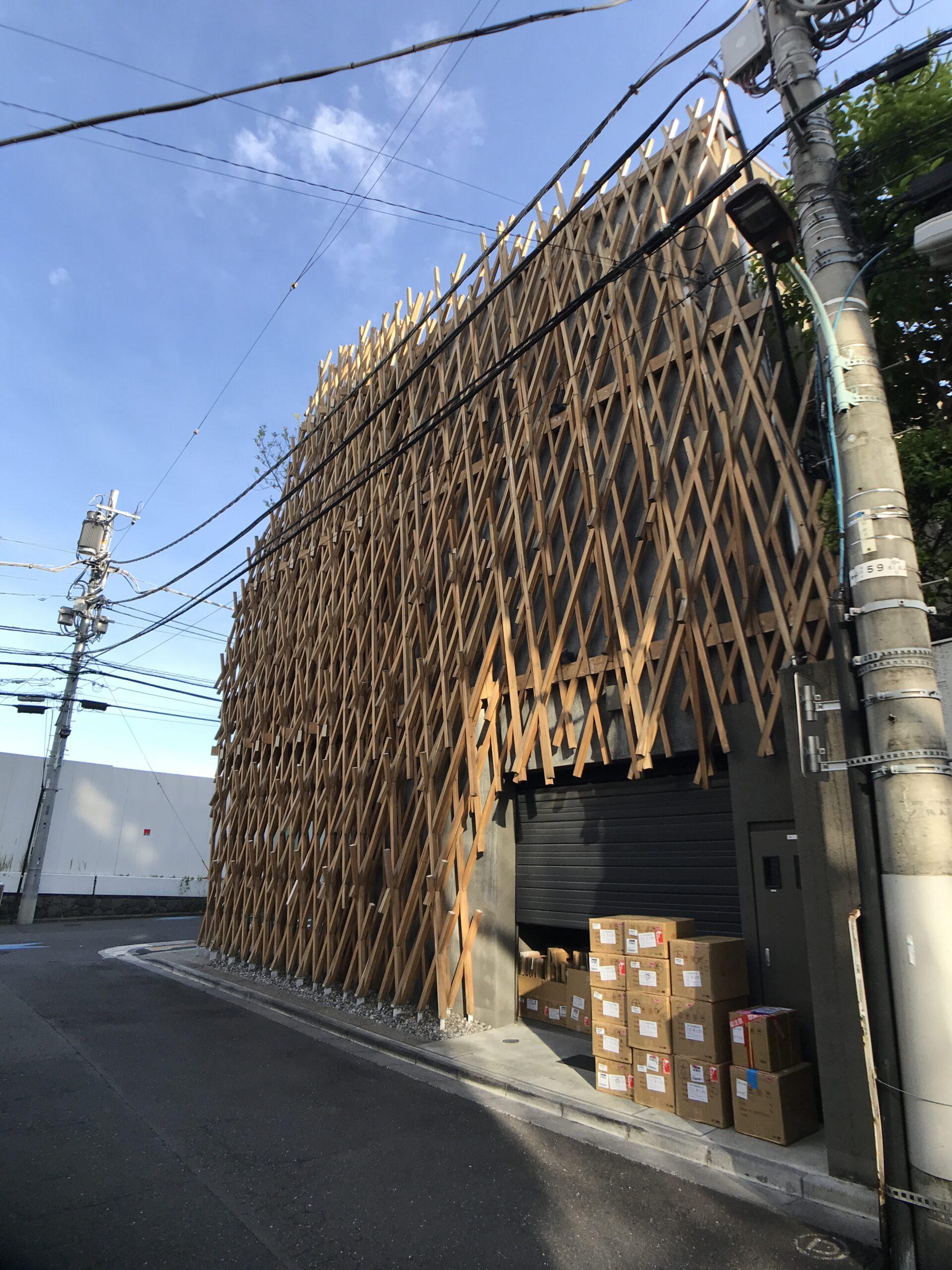 """隈研吾""""サニーヒルズ(微熱山丘)南青山店""""木のジャングルのような台湾のパイナップルケーキ店"""